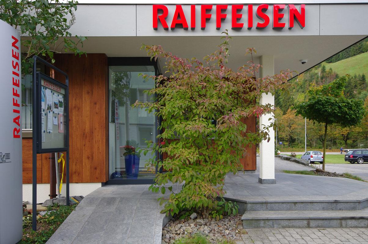 Sanierung Gebäudehülle in Flühli für Raiffeisen